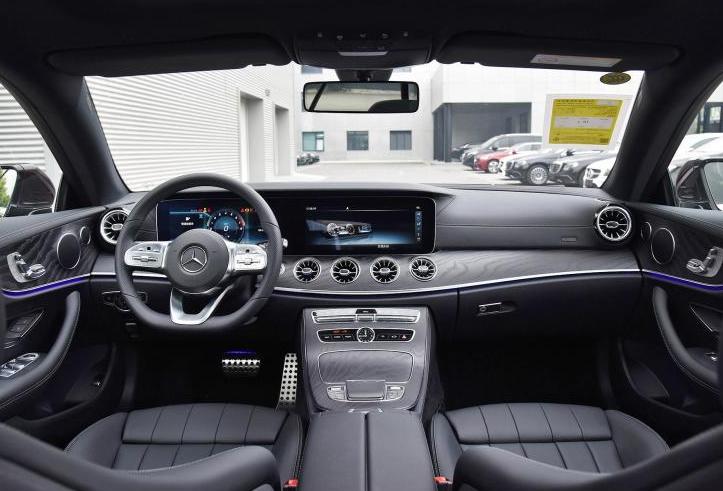 现款E级标准轴距版 2020款奔驰E 260运动版上市