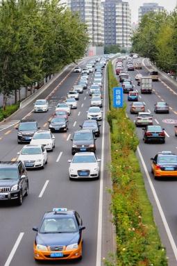 公安部:上半年全国机动车保有量达3.84亿辆